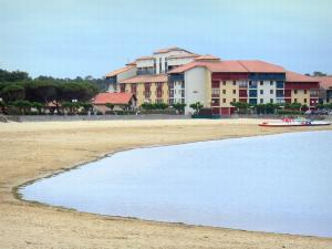 Vieux-Boucau Port d'Albret - Sandy beach of the marine lake and facades of the resort