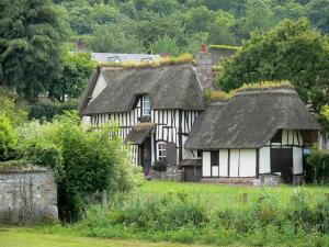 Vieux-Port - Half-timbered thatched cottage and its garden; in the Norman Seine River Meanders Regional Nature Park, on the Thatched Cottage Route