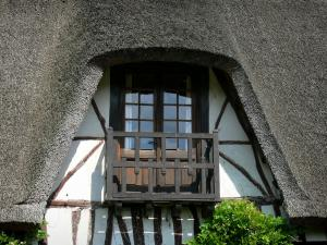Vieux-Port - Detail of a thatched cottage; in the Norman Seine River Meanders Regional Nature Park, on the Thatched Cottage Route