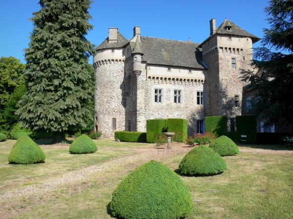 La Vigne Castle - Tourism, holidays & weekends guide in the Cantal