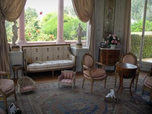 Villa Ephrussi de Rothschild - Inside of the palace: bedroom of the baroness