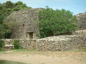 Village des Bories - Hut (construction) and low dry stone wall with trees