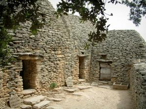 Village des Bories - House and sheepfold (constructions) made of dry stones