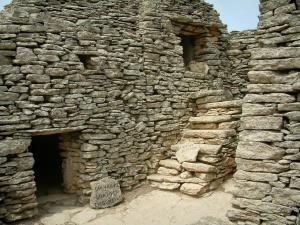 Village des Bories - Dry stone constructions (goatherd and wine vat)