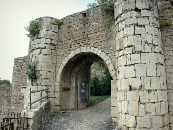Le Villard ramparts - Tourism, holidays & weekends guide in the Lozère