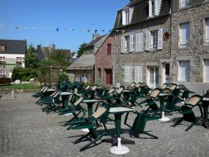 Villedieu-les-Poêles - Square decorated with a café terrace (tables and chairs) and houses of the town of copper (old town)
