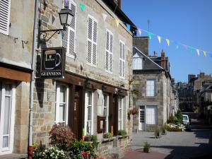 Villedieu-les-Poêles - Street and houses in the town of copper (old town)