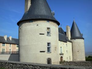 Villeneuve - Round towers of the castle of Villeneuve-Lembron