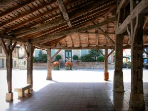 Villeréal - Medieval bastide town: wooden pillars of the covered market hall