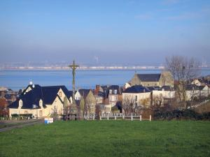 Villerville - Côte Fleurie (Flower coast): Calvary, houses and church of the seaside resort with view of the Seine estuary