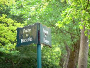 Vincennes wood - Signs for the Batteries road and the Tribunes avenue