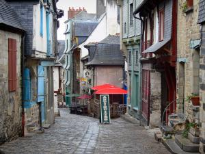 Vitré - En-Bas street and its old houses