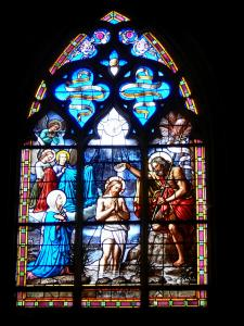 Vitré - Inside of the Notre-Dame church: stained glass windows