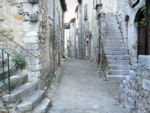 Vogüé - Street lined with stone houses