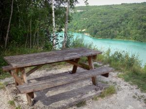 Vouglans lake - Picnic table with view of the lake (artificial lake) and its shores with trees