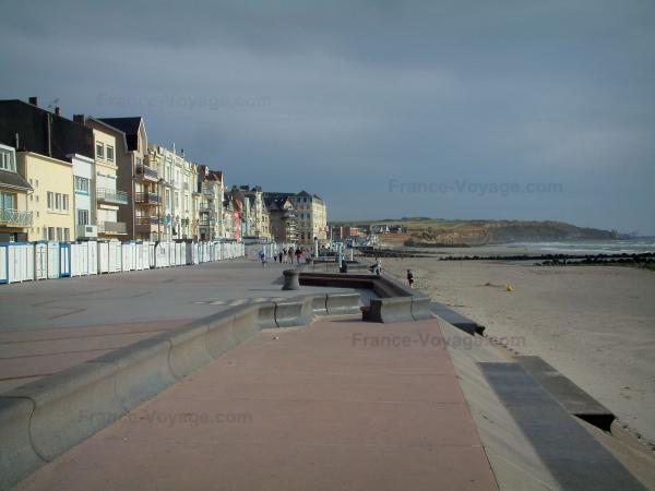 Wimereux - Opal Coast: dikes-walks, beach huts, villas and houses, sandy beach, coast and the Channel (sea)
