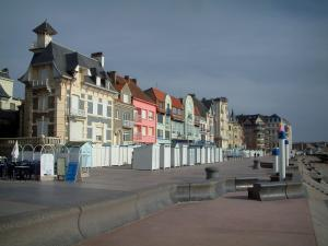 Wimereux - Opal Coast: dikes-walks, beach huts, villas and houses