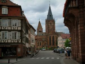Wissembourg - Street with houses and the Saint-Pierre-et-Saint-Paul church