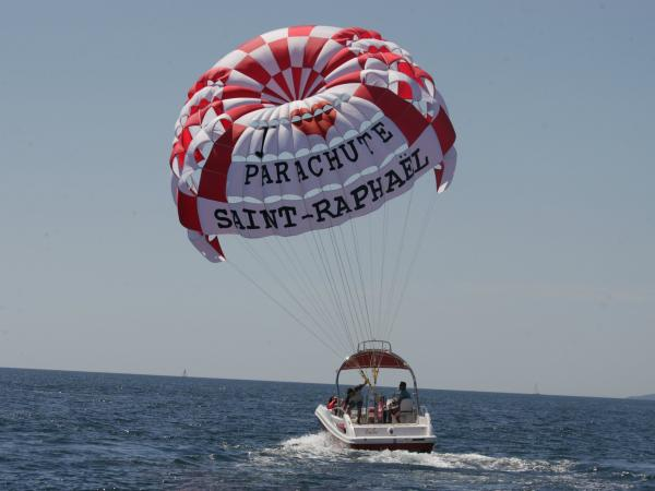 Ascending parachute in the Bay of Saint-Raphaël - Activity - Holidays & weekends in Saint-Raphaël
