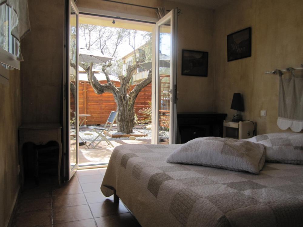 photos la bastide de la brague chambre d 39 h tes antibes. Black Bedroom Furniture Sets. Home Design Ideas