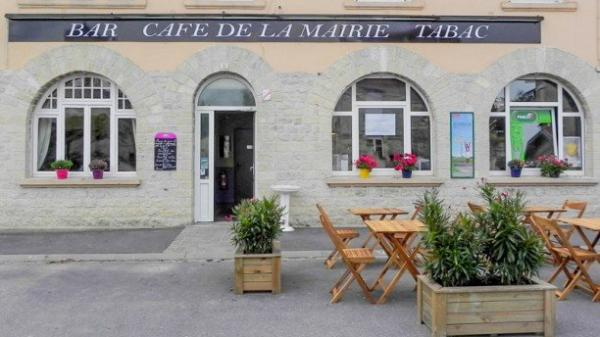 Café de la Mairie - Restaurant - Holidays & weekends in Courcy