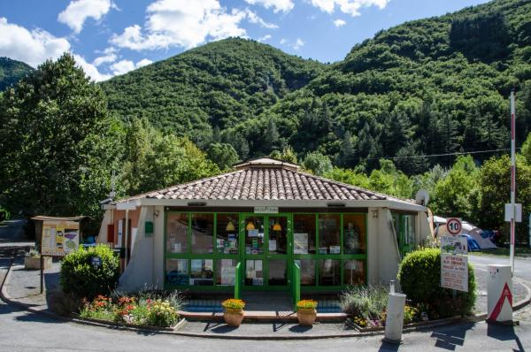 Camping Les Eaux Chaudes - Camping - Vrijetijdsbesteding & Weekend in Digne-les-Bains