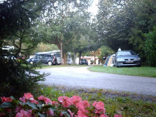 Camping-Hôtel Les Sapins - Campeggio - Vacanze e Weekend a Ousse