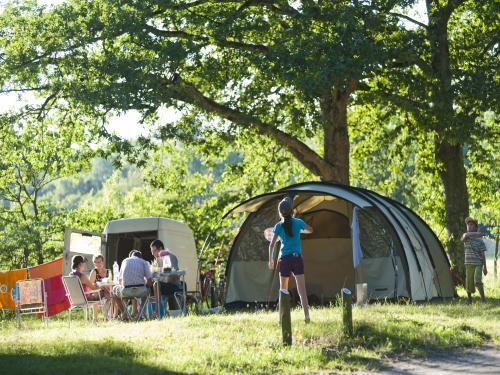 Camping Huttopia Les Châteaux - Campsite - Holidays & weekends in Bracieux