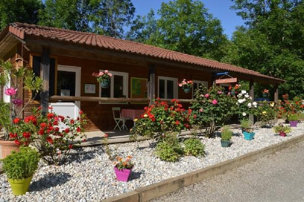 Camping des Lacs - Campsite - Holidays & weekends in Saint-Jean-de-Chevelu