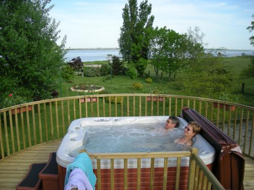 Camping Municipal Les Gabarreys - Campsite - Holidays & weekends in Pauillac
