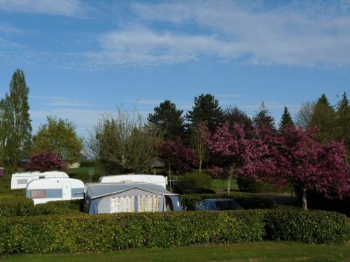 Camping municipal le vieux chatel - Campsite - Holidays & weekends in Combourg
