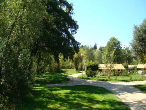 Camping Le Nid du Parc - Campeggio - Vacanze e Weekend a Villars-les-Dombes