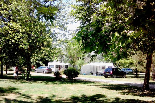 Camping summer field - Campsite - Holidays & weekends in Pont-de-Vaux