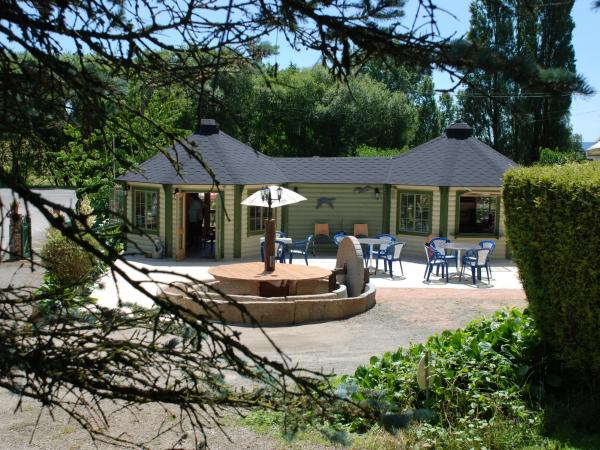 camping les tournesols campsite in sill le guillaume. Black Bedroom Furniture Sets. Home Design Ideas