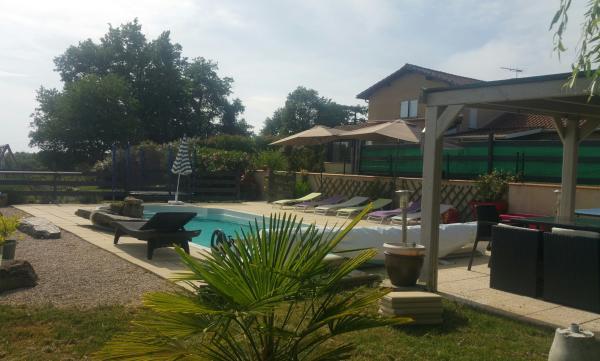 Casa de campo para 8 10 personas con spa y piscina for Casa de campo con piscina
