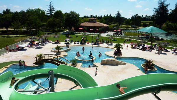 Flower Camping Lac de Thoux Saint-Cricq - Campsite - Holidays & weekends in Thoux