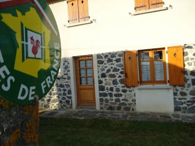 Gite rural au coeur de la cha ne des puys location de for Chaine hotel pas cher en france