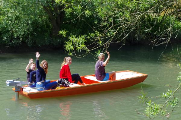 Hire a traditional boat - Activity - Holidays & weekends in Attin
