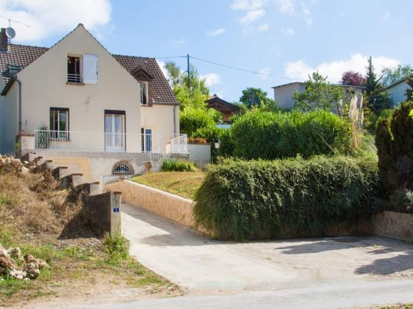 The house from below - Rental - Holidays & weekends in Reuil