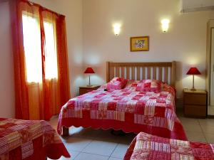 Hütten mit 1 Schlafzimmer mit Klimaanlage und Pool - Ferienhaus in ...