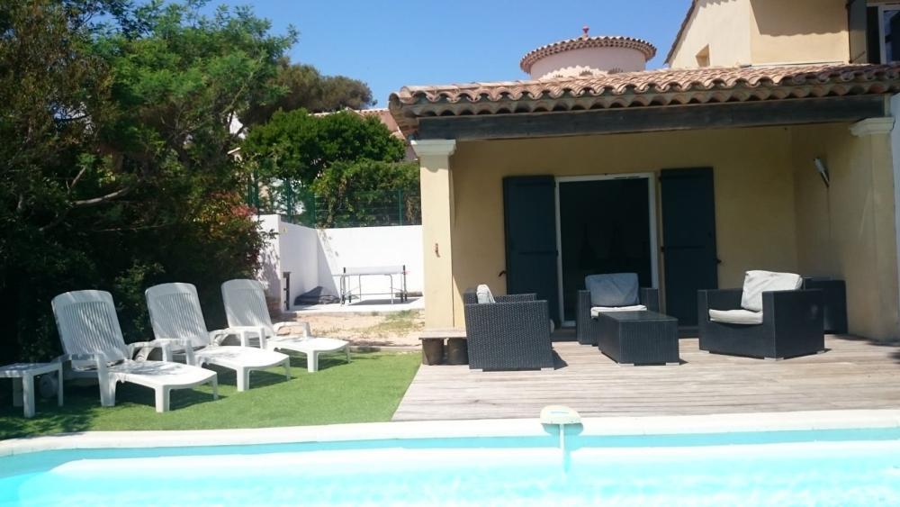 photos location villa et piscine les issambres location de vacances aux issambres. Black Bedroom Furniture Sets. Home Design Ideas