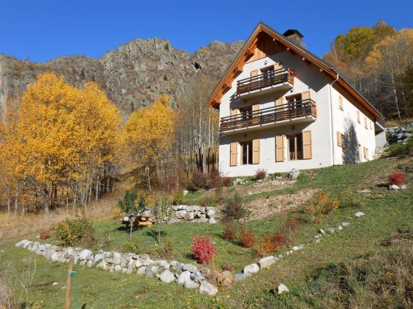 New chalet of three apartments - Rental - Holidays & weekends in Saint-Christophe-en-Oisans