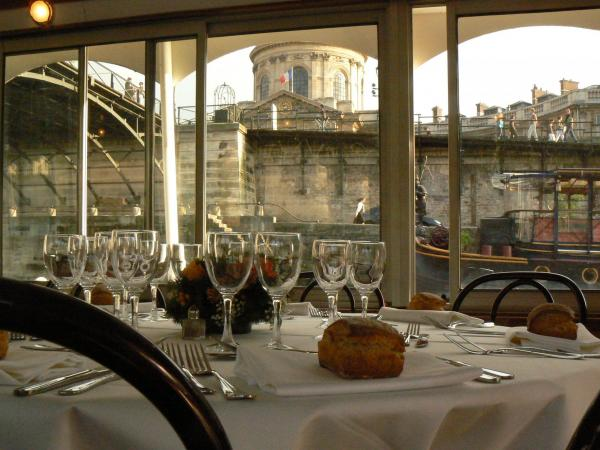 Open air dinner cruise on the Seine and the St. Martin Canal - Activity - Holidays & weekends in Paris