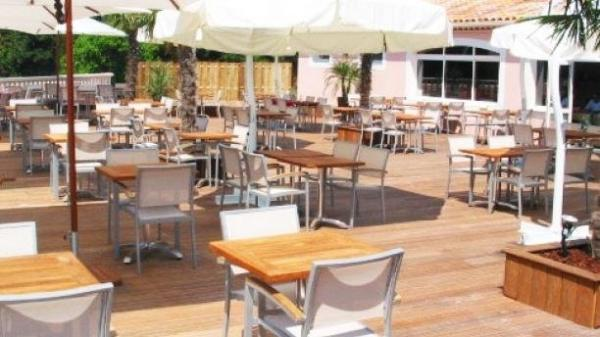 Les Palmiers - Restaurant - Holidays & weekends in Pernes-les-Fontaines