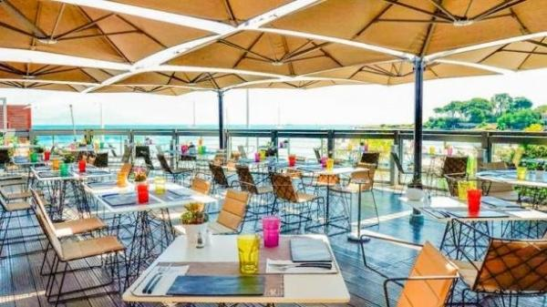 Le pavillon beach restaurant antibes for Restaurant le jardin antibes