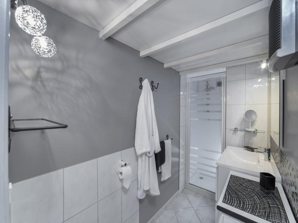 Photos petit mas provencal location de vacances grillon for Salle de bain provencale