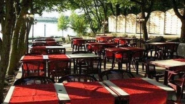 Le Plessis - Restaurant - Holidays & weekends in Blanzy