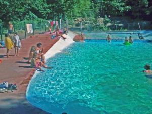 Guide de quillan tourisme vacances week end for Piscine quillan