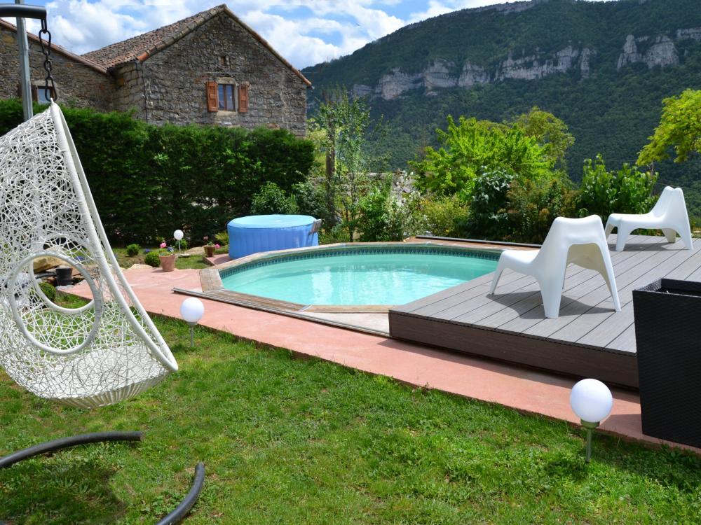 Photos le soleilo piscine jacuzzi aveyron chambre d for Piscine jacuzzi