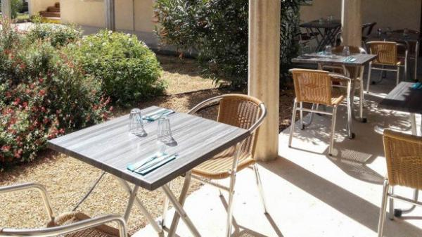 La Tablée - Restaurant - Vacances & week-end à Camaret-sur-Aigues